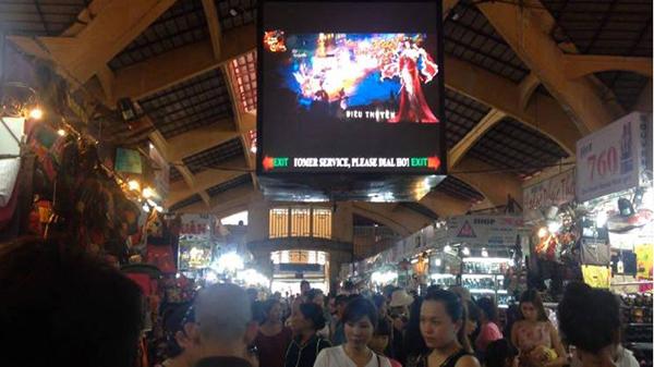 Long Tướng 3D - Ngỡ ngàng khi trailer game online bất ngờ xuất hiện giữa chợ Bến Thành 2