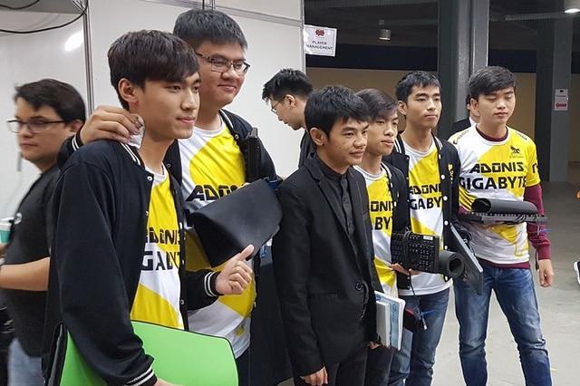 Cả thế giới bất ngờ về chiếc bàn phím mà tuyển Việt Nam sử dụng thi đấu tại MSI 2017