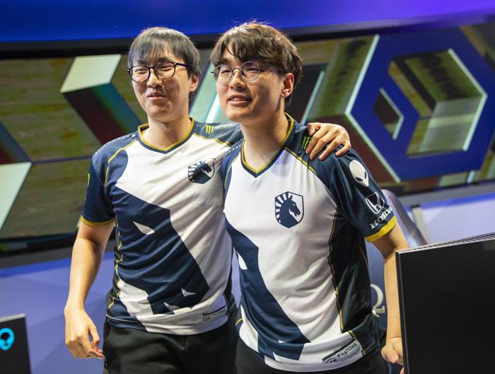 Các tuyển thủ nước ngoài hẹn nhau sang Việt Nam ăn phở chính hiệu