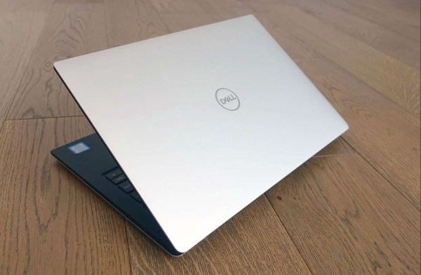 Dell XPS 9370, 4K touch, i7-8550, 8g, 256 ssd,99%