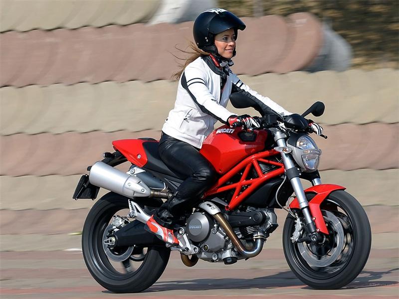 Ducati Monster 696.