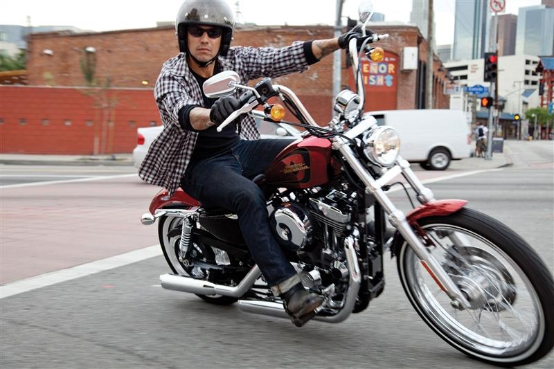 2012-Harley-SeventyTwo1.jpg