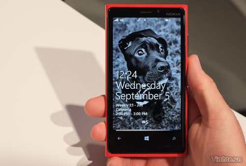 Nokia-Lumia-920-Handon (500x338).jpg