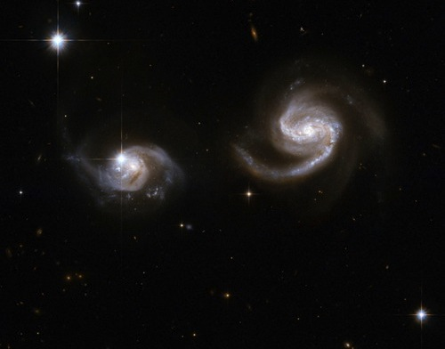 hubble-galaxy-pair-101124-02.jpg
