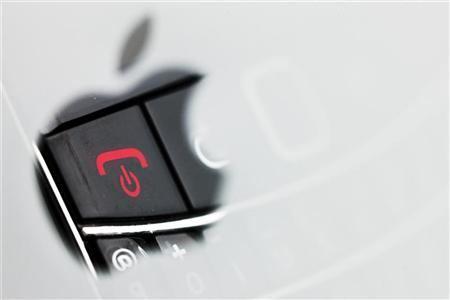 2012-10-31T235104Z_1_CBRE89U1U9700_RTROPTP_2_CTECH-US-BLACKBERRY-IPHONE-PENTAGON.JPG