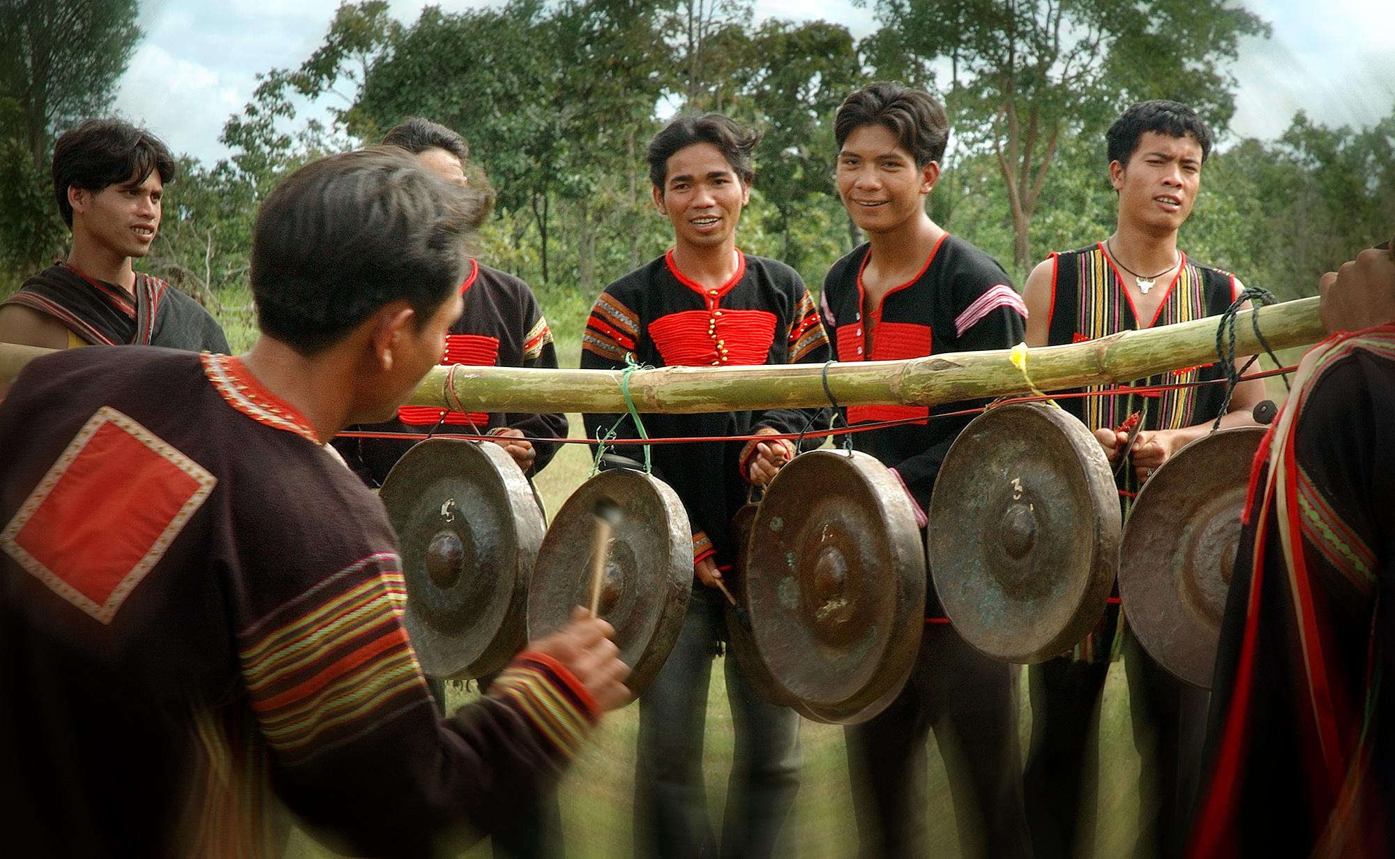 Tuoi tre voi cong chieng - Bao Hung.