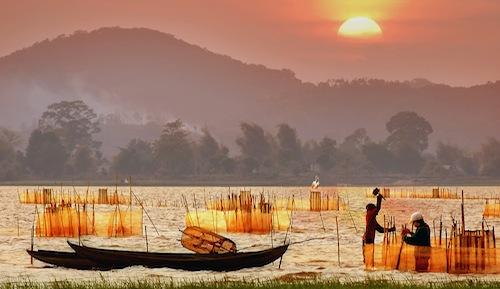 BINH MINH TREN HO LAK - Bao Hung - Top.
