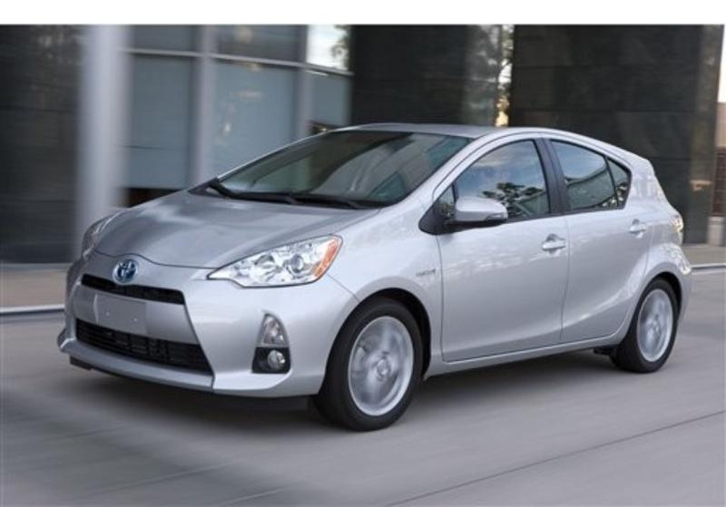 Toyota-Prius-C-2013