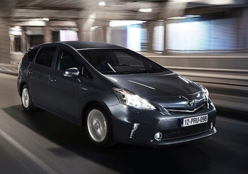 Toyota-Prius_Plus_2013.jpg