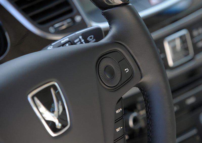Hyundai-Equus-2014-24.jpg