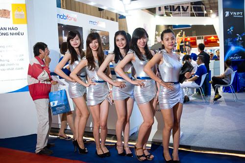 Camera tinh te nguoi dep va cong nghe vietnam telecomp 2013.JPG