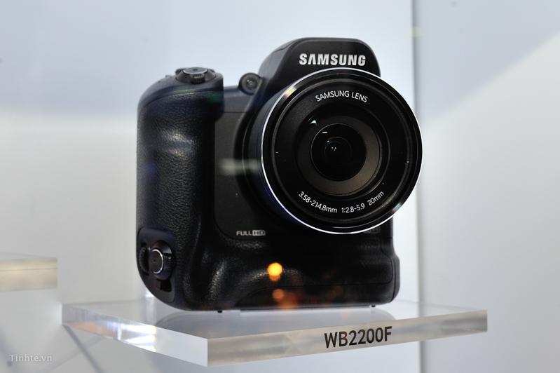 Samsung_WB2200F-3.jpg