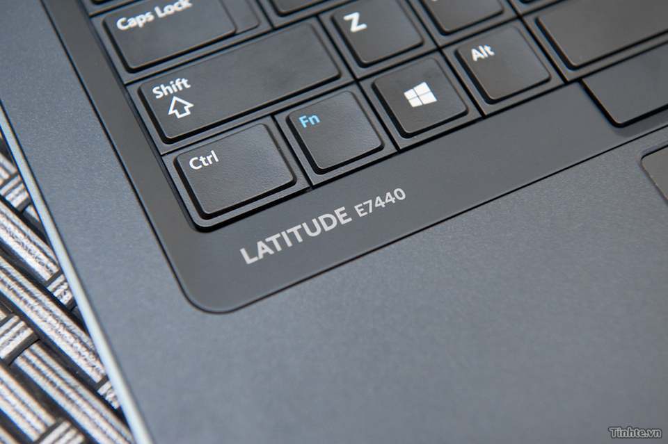 Bàn phím của E7440 là dạng bàn phím cổ điển haft-chiclet