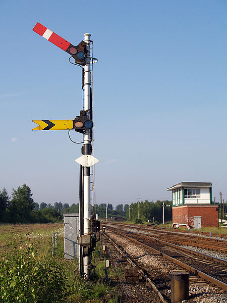 450px-Castleton_East_Junction_signal_box_59_signal_(1).jpg