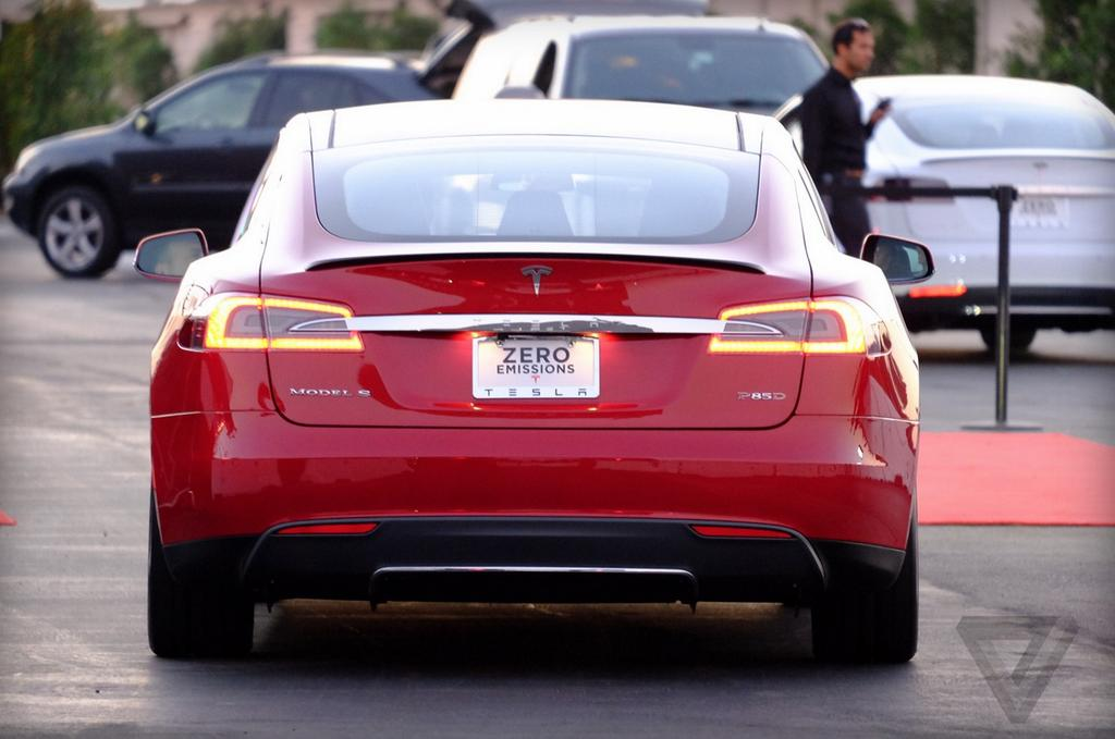 tesla-model-s-p85d-specifications-revealed-two-engines-awd-very-fast-photo-gallery_3.jpg