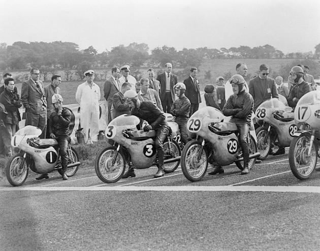 Moto-Racing-Past.jpg