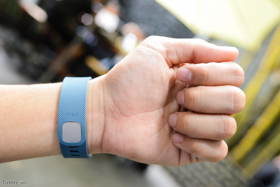 Tinhte-fitbit-charge-14.jpg