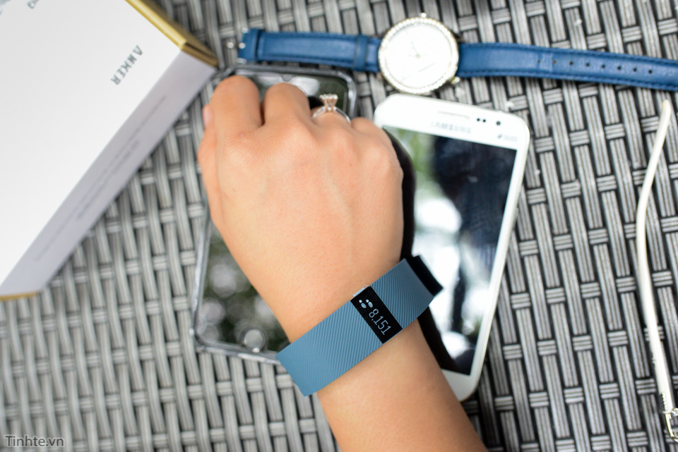 Tinhte-fitbit-charge-10.jpg