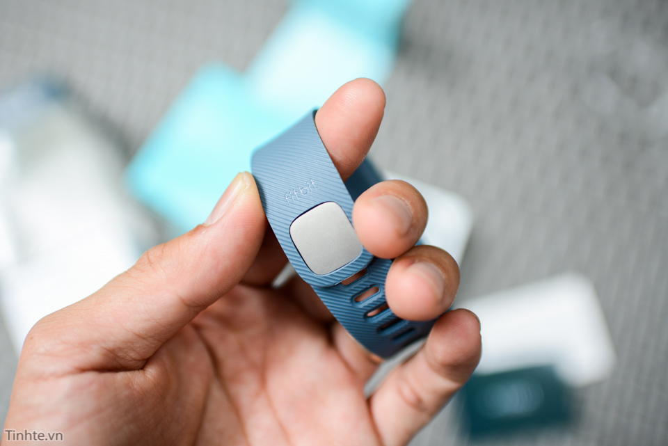 Tinhte-fitbit-charge-4.jpg