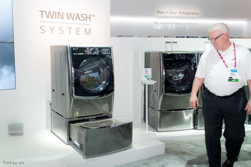 Tinhte.vn-Tren-tay-May-giat-LG-TwinWash-CES2015-5.jpg