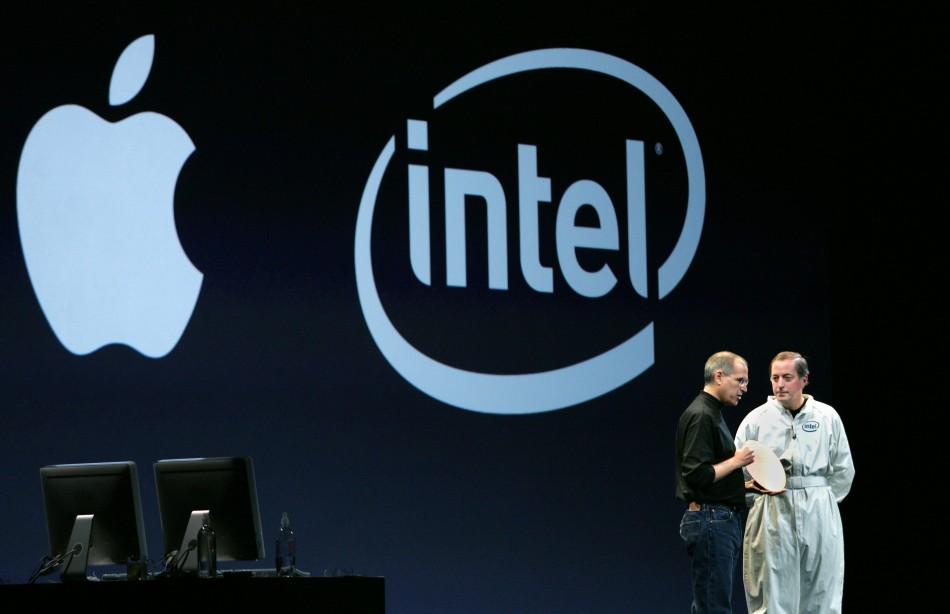 2006-Apple-Intel-Mac-Steve-Jobs-and-Paul-Otellini.jpg