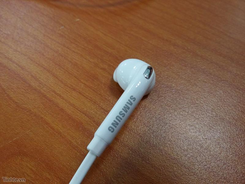 Galaxy_S6_earphone_leak-7.jpg