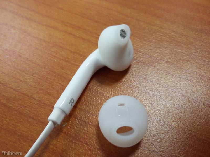 Galaxy_S6_earphone_leak.jpg