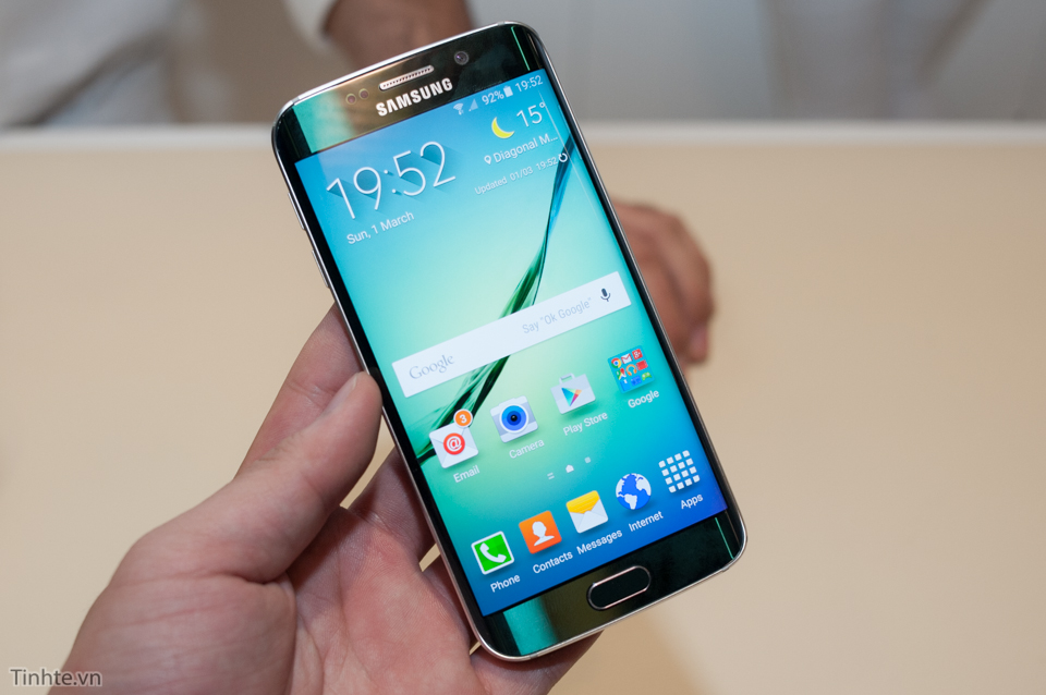 Tinhte_Tren_tay_Galaxy_S6_Edge_2.jpg