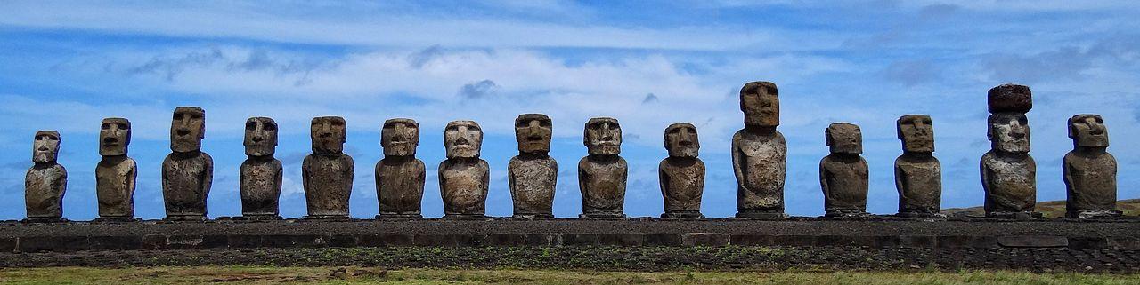 1280px-Standing_Moai_at_Ahu_Tongariki,_Easter_Island,_Pacific_Ocean.jpg