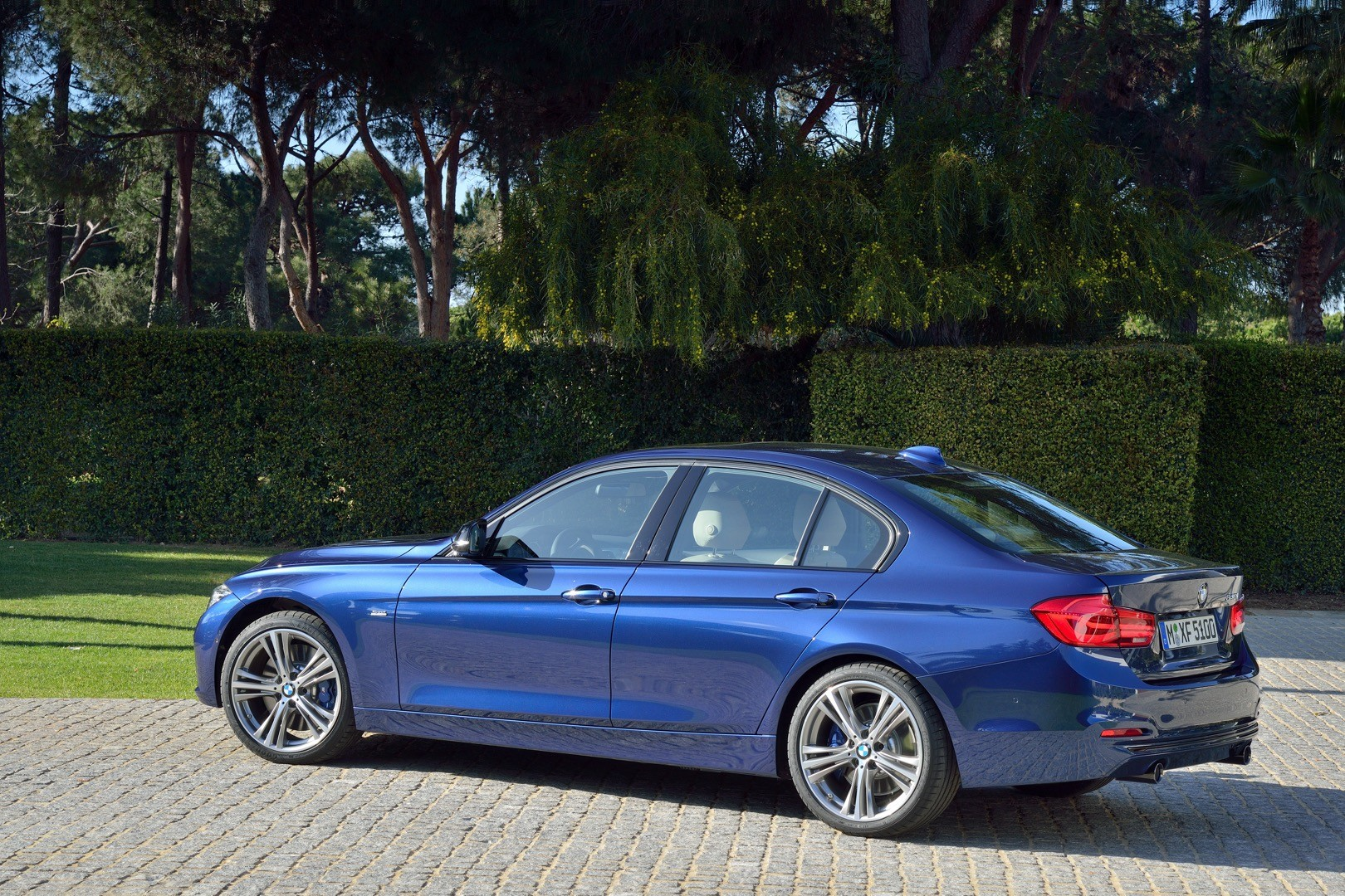 2016-bmw-3-series-facelift-officially-unveiled-with-new-engines-and-plug-in-hybrid_103.jpg