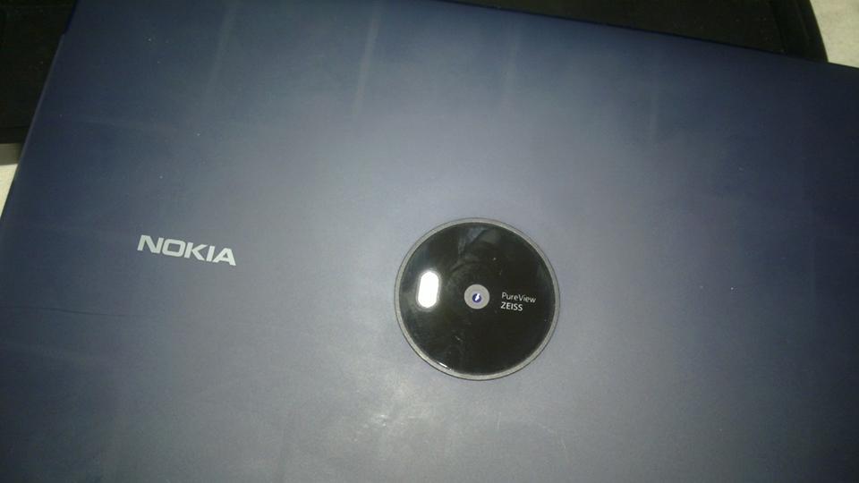 Nokia_Lumia_2020_Windows_RT_2.jpeg