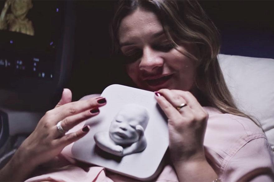 blind-pregnant-woman-first-look-unborn-son-3d-printing-ultrasound-huggies-8.jpg