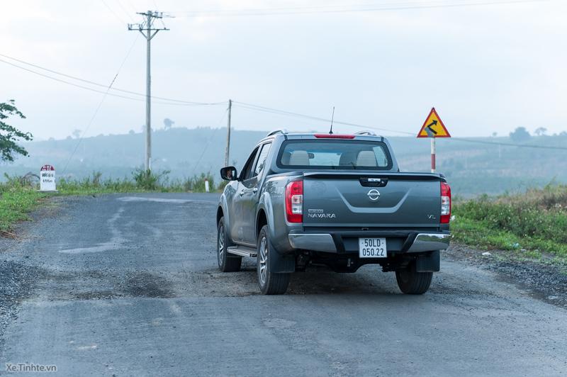 Trai-nghiem-Nissan-NP300-Navara-VL-3.jpg