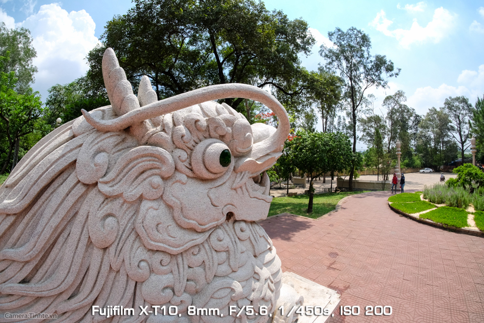 Camera.Tinhte_Samyang8mm_DSCF9413.jpg
