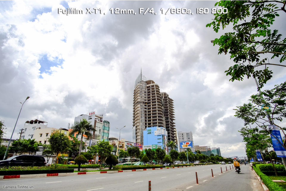 Camera.Tinhte_Samyang12mm_DSCF0608.jpg