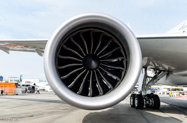 Boeing_787_Dreamliner.jpg