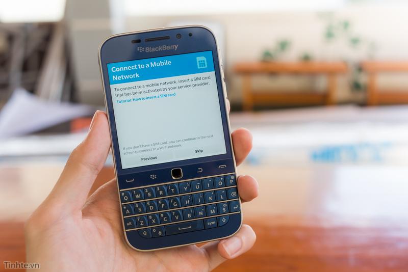 tinhte.vn-blackberry-classic-cobalt-1.jpg