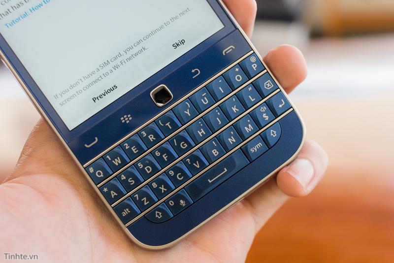tinhte.vn-blackberry-classic-cobalt-5.jpg
