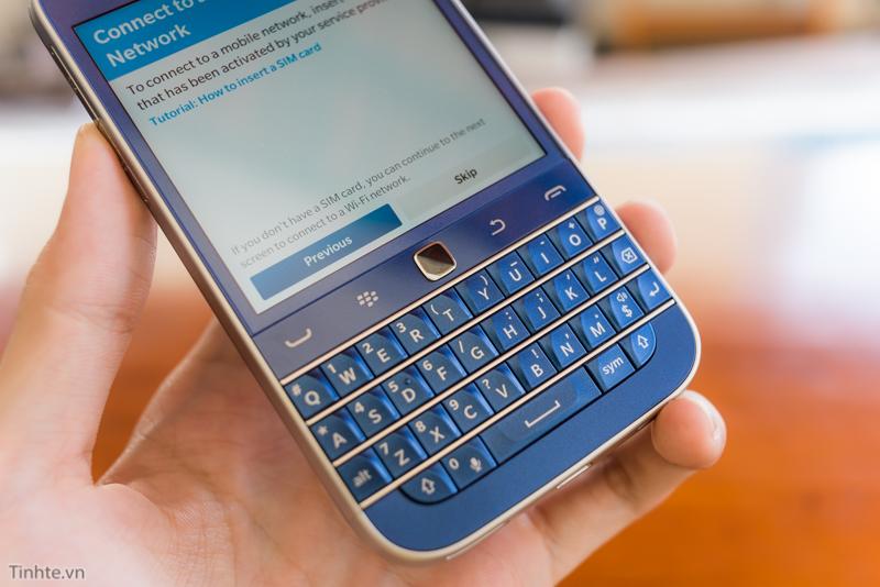 tinhte.vn-blackberry-classic-cobalt-7.jpg