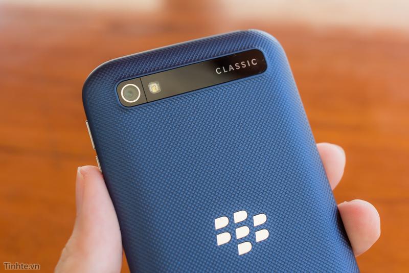 tinhte.vn-blackberry-classic-cobalt-16.jpg