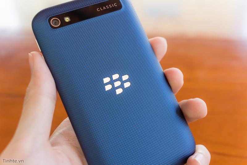 tinhte.vn-blackberry-classic-cobalt-17.jpg