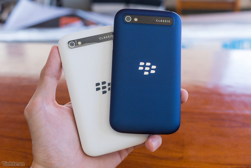 tinhte.vn-blackberry-classic-cobalt-21.jpg
