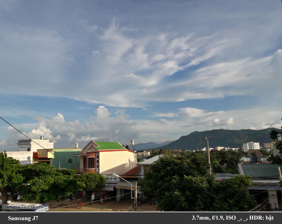Camera.Tinhte_Samsung J7_960px_20150802_172308_Richtone(HDR).jpg