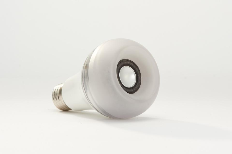 Twist-LED-Bulb-Speaker3.jpg
