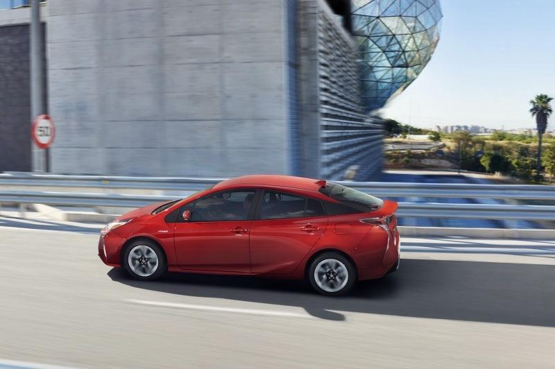 EU-2016-Toyota-Prius-4.jpg