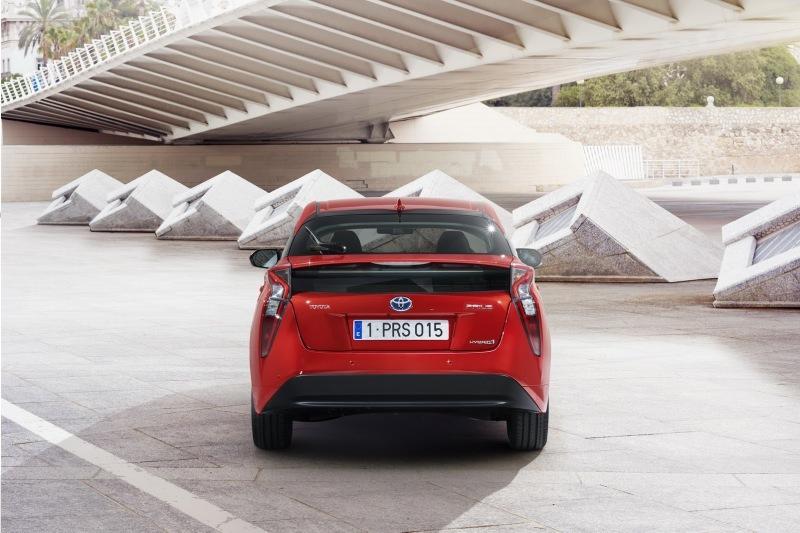 EU-2016-Toyota-Prius-23.jpg