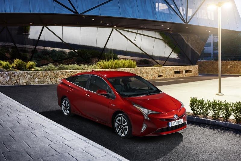 EU-2016-Toyota-Prius-27.jpg