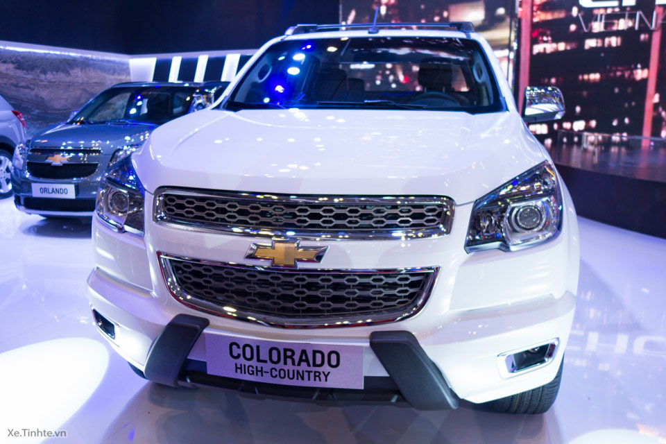 Chevrolet_Colorado_High-Country_VMS_2015_1.jpg