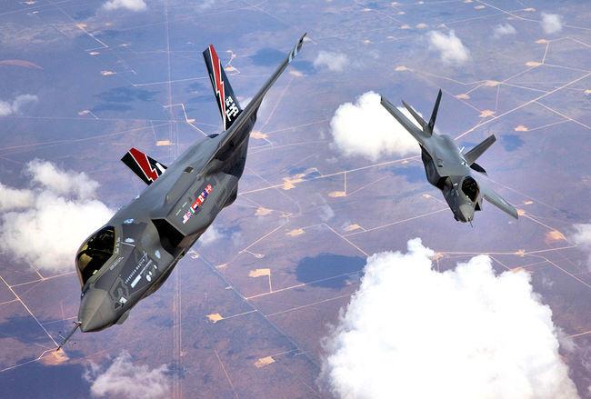 F-35_Lightning_II_Joint_Strike_Fighter_arrives_at_Edwards.jpg