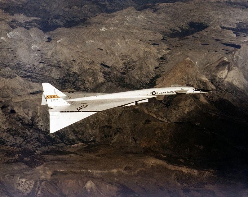 800px-North_American_XB-70_in_Flight_EC68-2131.jpg
